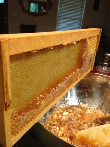 Removing honey from frame